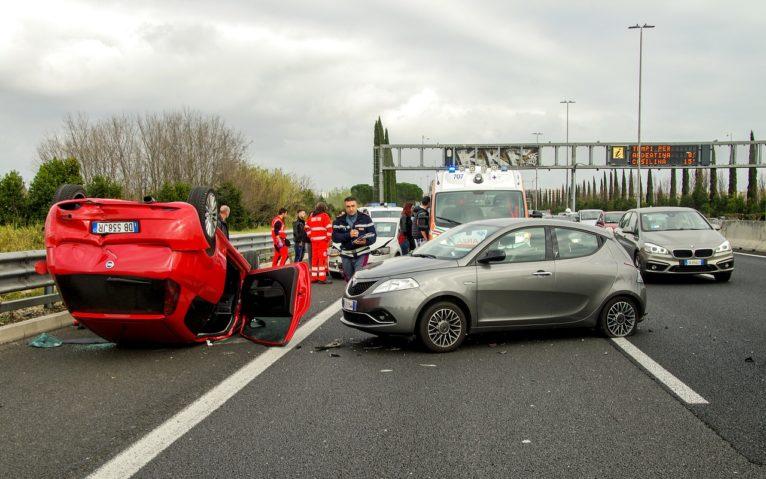 car-accident-2165210_1280